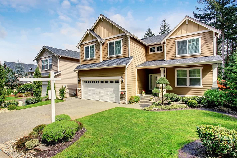 Nice Curb Appeal Of American Two Story House With Perfect Landsc